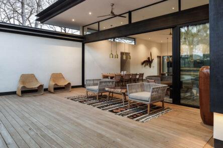 Deck para exteriores, naturaleza y tecnología a su servicio